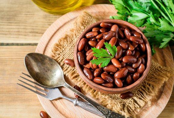 Vepřová kýta s červenýma fazolema