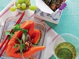 Rybí nugetky se salátem