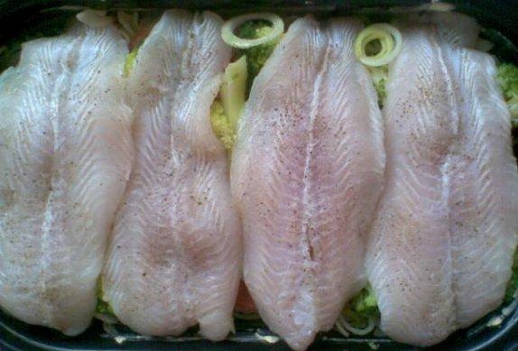 Ryba z trouby: na zelenině a těstovinách