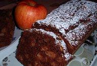 Jablečný chlebíček s čokoládou a rumem