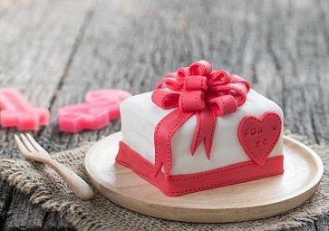 Jak na potahovaný dort? Návod, podle kterého to zvládnete!
