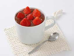 Čokoládová pěna s jahodami