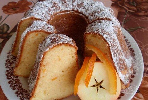 Tvarohová bábovka s kandovaným pomerančem (citronem)