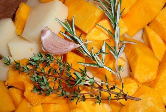 Bramborovo-dýňová kaše s bylinkami