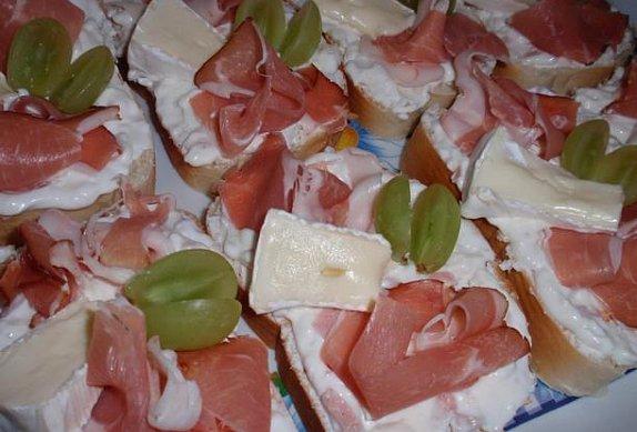 Chlebíčky s hermelínovou pomazánkou