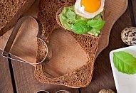 Valentýnský avokádový sendvič