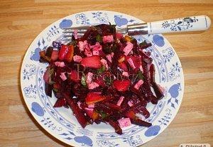 Salát z červené řepy s hruškou