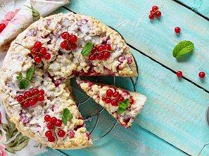 Rybízový koláč s tvarohem a drobenkou