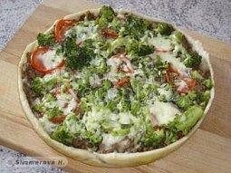 Masový koláč s brokolicí