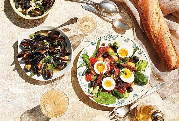 Slávky na víně se salátem Choriatiki
