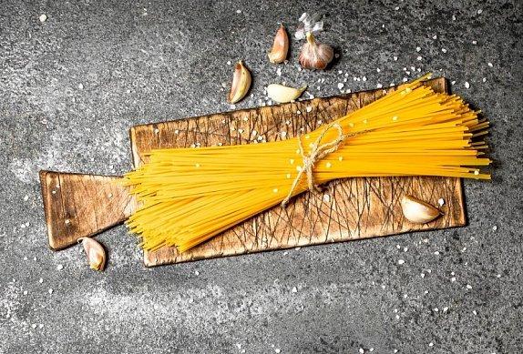 Těstoviny se špenátem a kuřecím masem