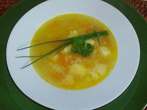 Jarní polévka s krupicovými nočky