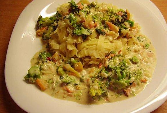 Těstoviny s brokolicovo-smetanovou omáčkou
