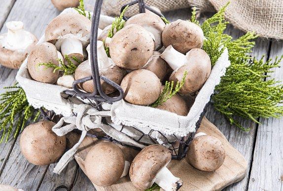 Restované žampiony s bramborami a kadeřávkem