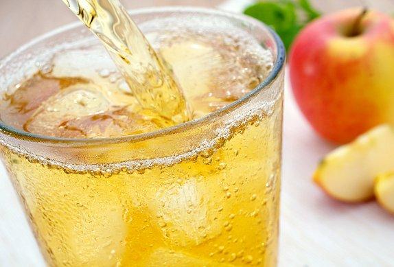 Jablečný koktejl s rozmarýnem