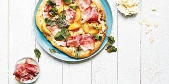Pizza s blumami a parmskou šunkou