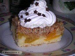 Meruňkový koláč s marcipánovou žmolenkou