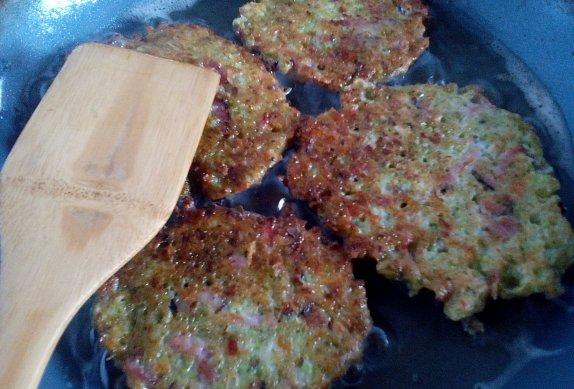 Brokolicové placičky (nejen) se sýrem