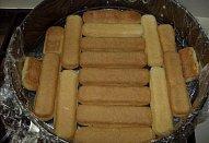 Nepečený karamelový dort s ricottou a broskvemi