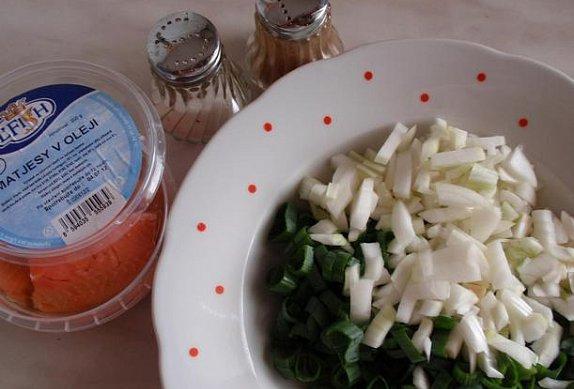 Matjesový salát s lahůdkovou cibulkou