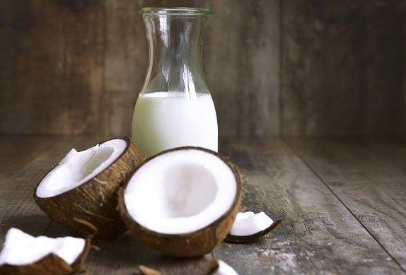 Koule z kuřecího masa v kokosovém mléce