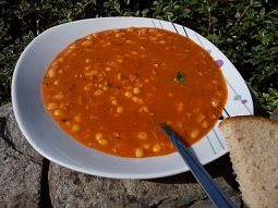 Fazolová gulášová polévka