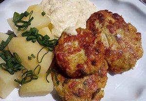 Kapustové karbanátky s uzeným masem a sýrem