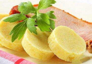 Domácí knedlík: Kynutý, bramborový nebo houskový