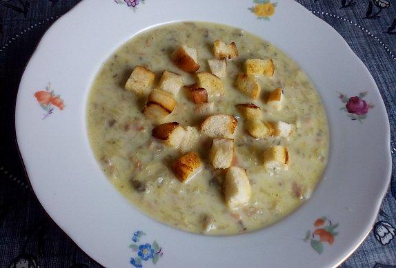 Bramborovo-houbová strouhaná polévka