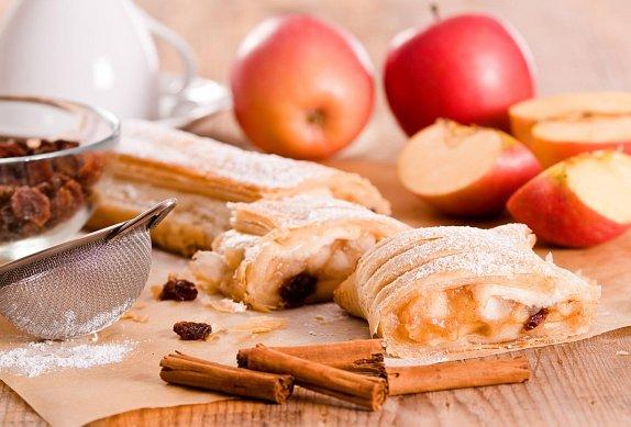 Jablečný štrúdl z listového těsta