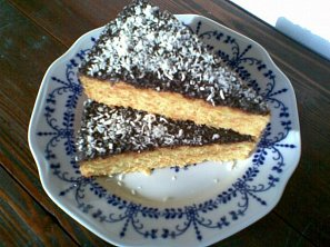 Zlatý kokosovo-mrkvový koláč