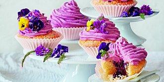 Cupcakes s borůvkovým srdcem