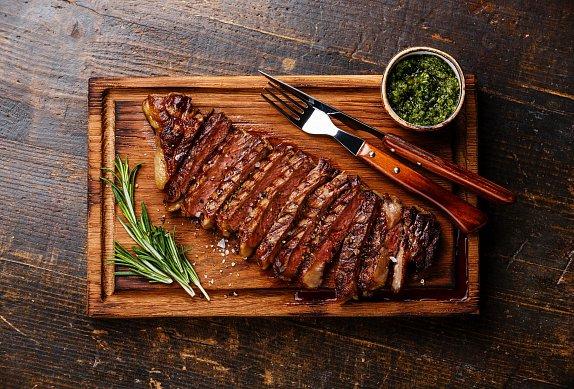 Hovězí steak se salsou verde photo-0