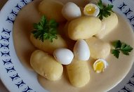 Smetanová cibulová omáčka s bramborovými šiškami