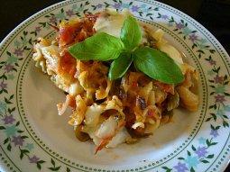 Těstoviny zapečené s mozzarellou