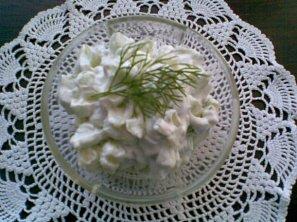 Okurkovo-tvarohový salát s koprem