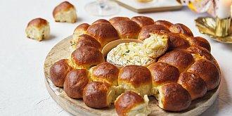 Monkey bread se sýrovým fondue