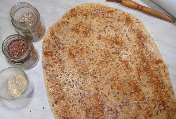 Kořeněné slané tyčinky nebo cukroví se semínky