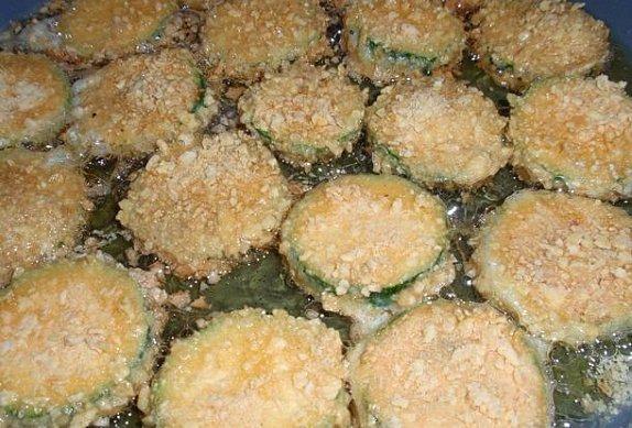 Cuketa v lupíncích s česnekovým dipem