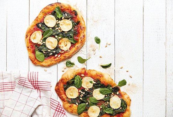 Špenátová pizza s kozím sýrem