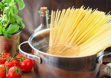 9 užitečných rad, jak správně (ne)vařit těstoviny