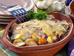 Krkovice zapečená s cibulí a sýrem