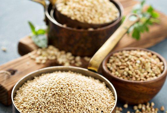Nákyp z quinoy s kadeřávkem a semínky