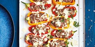 Zapečené baby papriky s mletým hovězím a mozzarellou