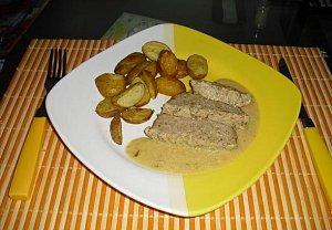 Krůtí sekaná s hořčičnou omáčkou a pečenými brambory