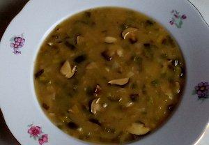 Podzimní pórková polévka s houbami