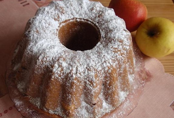 Jogurtovo-jablečná bábovka