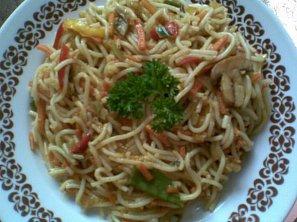 Smažené špagety se zeleninou