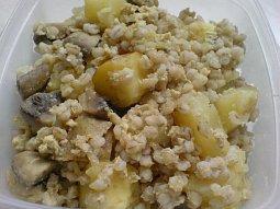 Zapečené kroupy s brambory a žampiony