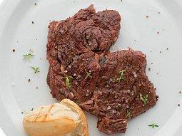 Rib eye steak se sušenými rajčaty